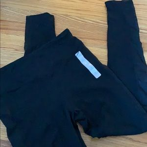Forever 21 black athletic leggings w/Mesh stripe